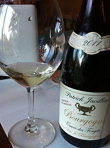 Bottle of white Burgundy. (Wikimedia)