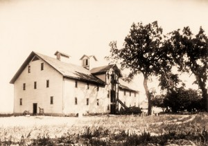 Historic photo of the McIntyre Building. (Source: Trefethen Family Vineyards)